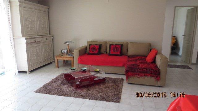 APPARTEMENT T2/T3 REZ DE JARDIN PROCHE MER, holiday rental in Carry-le-Rouet