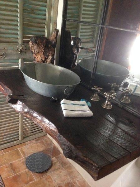 Salle d'eau du cabanon un jardin secret à Lourmarin
