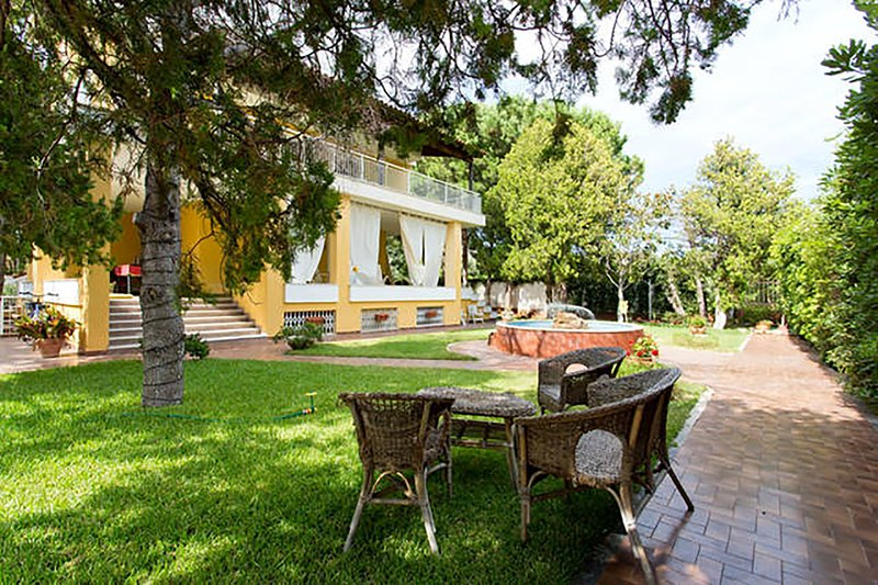 maison blanche (800 mt dal mare), holiday rental in Mondello