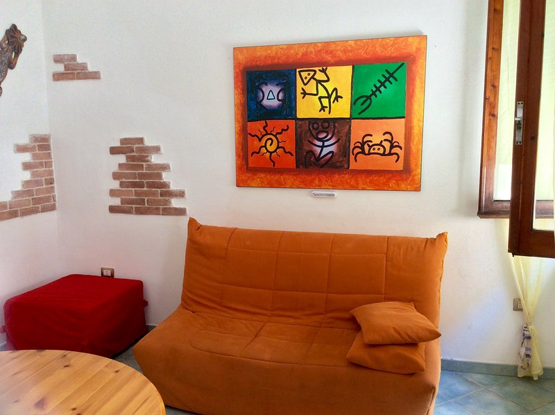 Salon avec canapé-lit et pouf