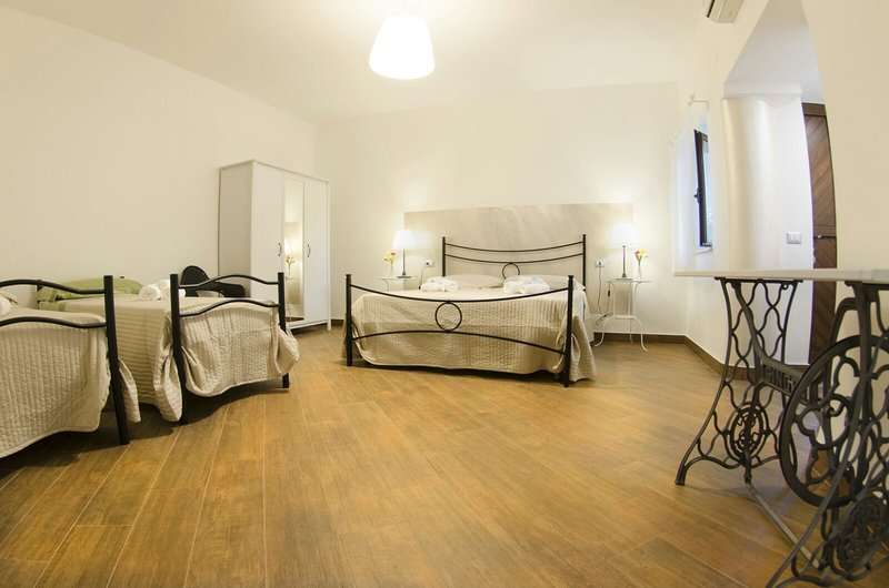 Dimora degli Ulivi Bed and Breakfast, vacation rental in Novi Velia