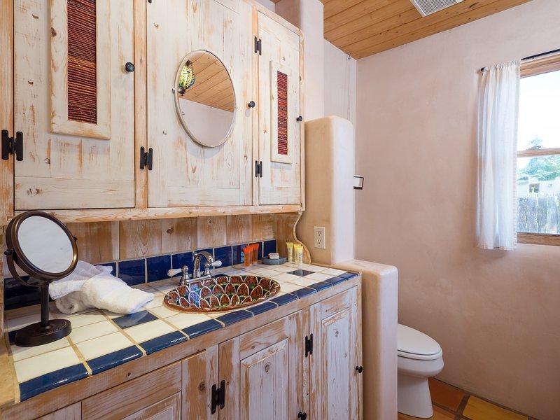 Cuarto de baño completo con ducha / bañera combinado