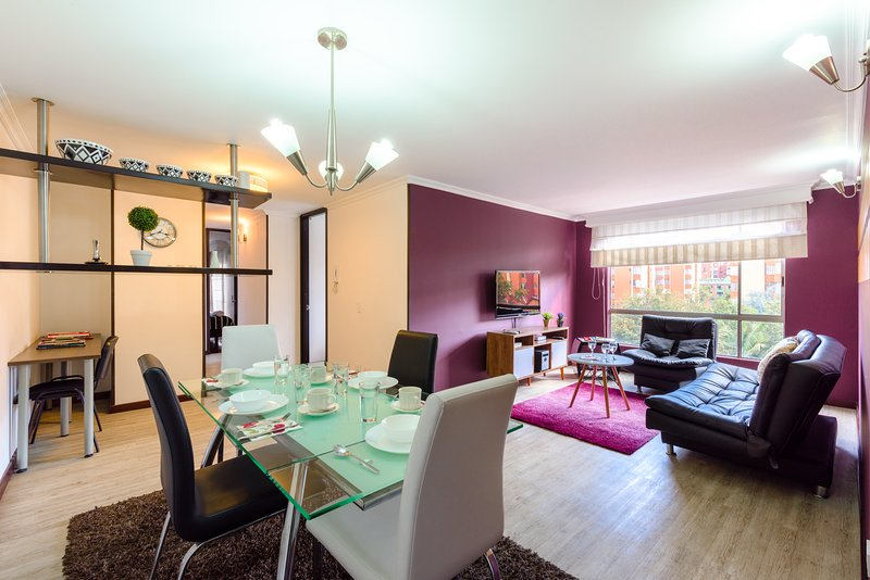 Dinning room, desk for laptop, quiet and bright apartment