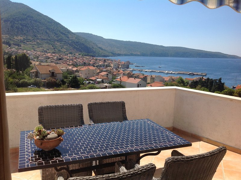 Maestral Apartment in Komiza, island Vis, Croatia, vacation rental in Komiza