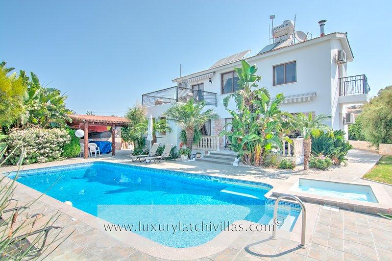 Villa Kyriakos  , holiday rental in Steni