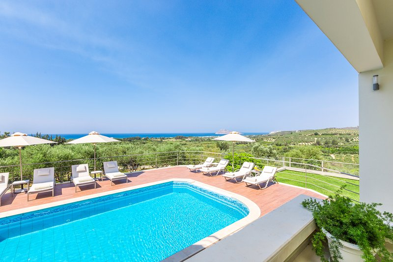 The private heated pool and terrace offers unspoiled sea views!