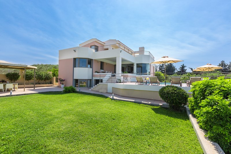 520 m² luxury villa with a high standard construction quality & rich facilities