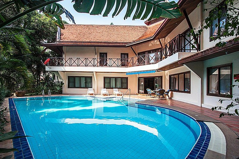 Luxury Traditional Thai Pool Villa 5 Bedroom, holiday rental in Na Kluea