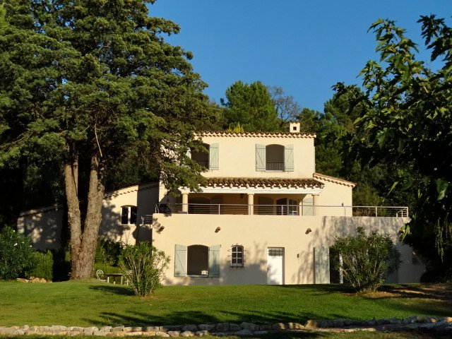 Villa La Prairie is situated in enclosed mature gardens with unspoilt views across the Les Maures.