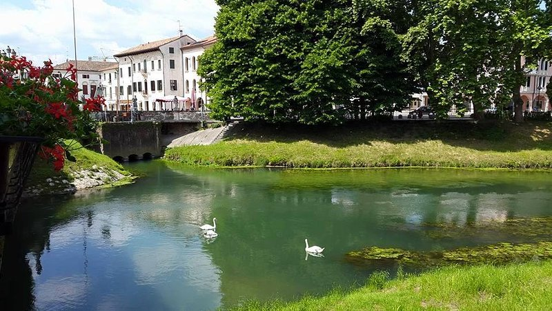 River Monticano, a few steps from from Piazza Grande Home