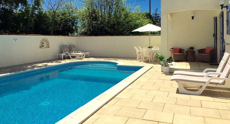 Lovely Villa With Private Heated Pool, casa vacanza a Saint-Vincent-sur-Graon