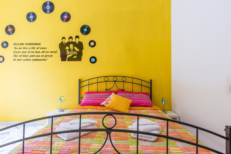 YELLOW SUBMARINE ROOM