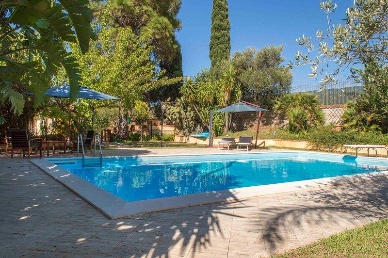 Villa Flora Indipendente con Piscina Privata, holiday rental in Castellammare del Golfo