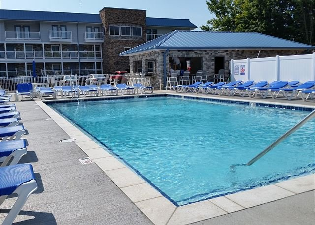 New 4 Bedroom 2 Bath Lake Erie Condo - Sleeps up to 10 max, vacation rental in Put in Bay