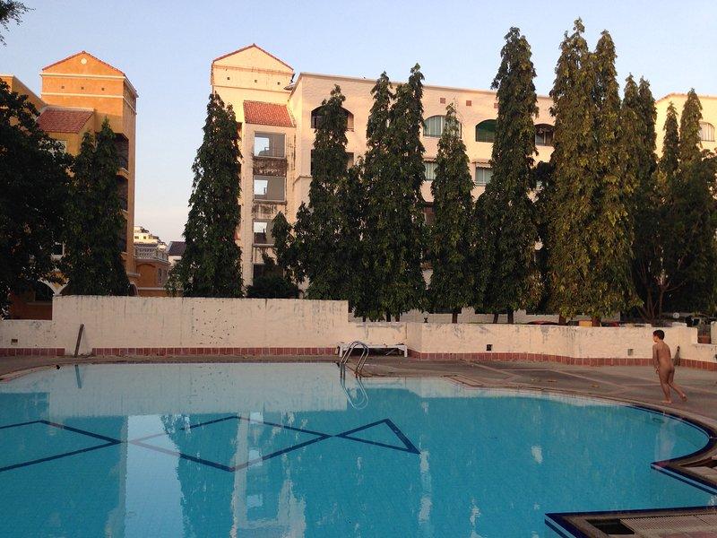 appartement 3 pièces tout équipé proche commodité, holiday rental in Pattaya