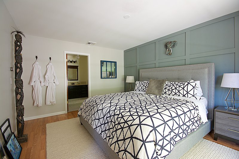 King size Casper mattress, 5' baffle feather top, & luxury linens.