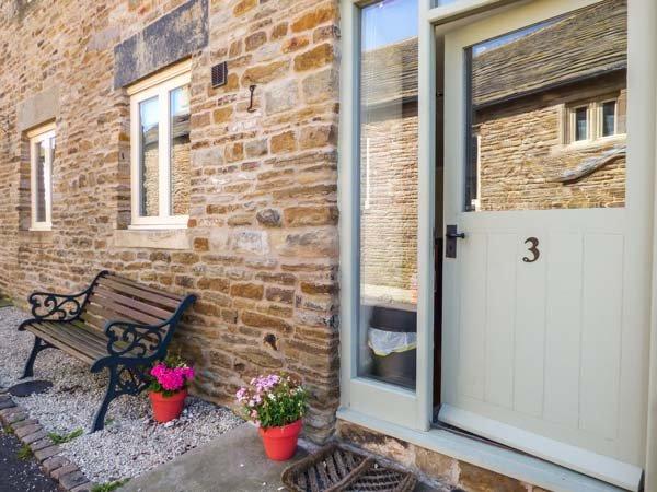 RUMBLINGS 3, end-terrace, woodburner, play room, parking, in Chesterfield, Ref, vacation rental in Millthorpe