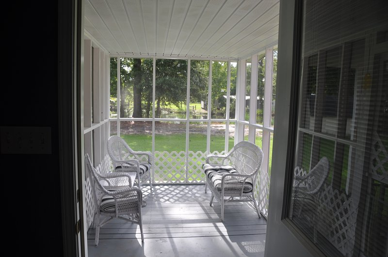 Lovers Lane Oasis Cottage....An Oasis of Comfort in the heart of the Gulf Coast!, holiday rental in Long Beach