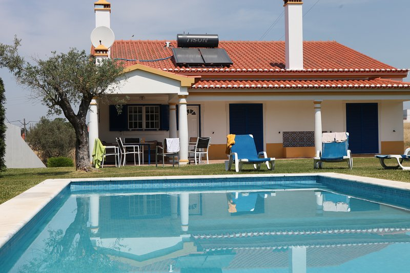 Luxe villa met privé zwembad 1, Ferienwohnung in Samora Correia
