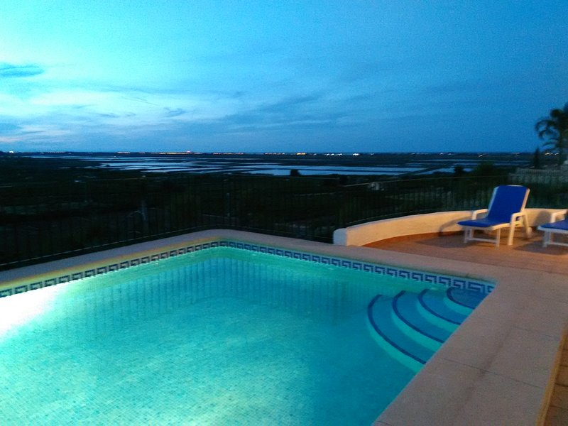 Seaview, AC, playground, WiFi, heated pool, 10' to the beach, holiday rental in Adsubia