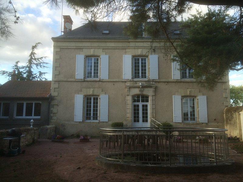Belle maison de vacances à la campagne, vacation rental in La Chapelle-Gaudin