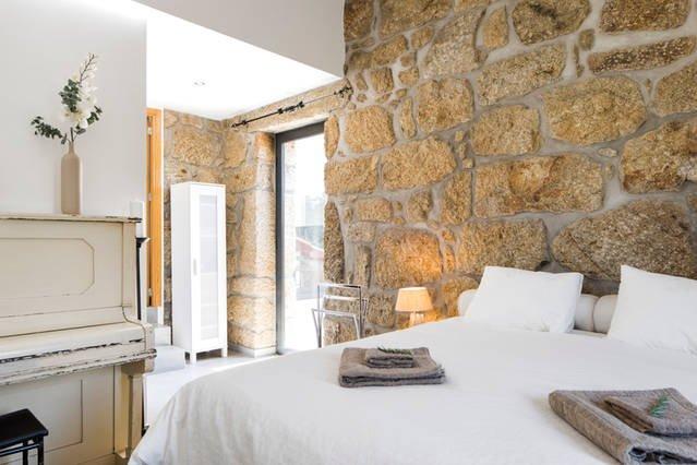 Landhuis, 3 ruime slaapkamers met bergzicht. Aan de ecopista, middenin de natuur, holiday rental in Sao Joao de Areias