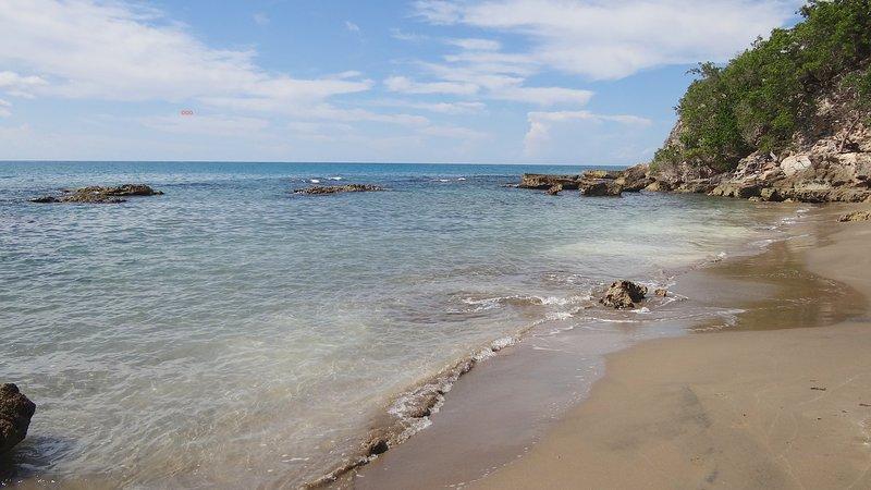 Arrecife protegido - no robo marea y vadeo libre actual playa de 300 pies de la casa.