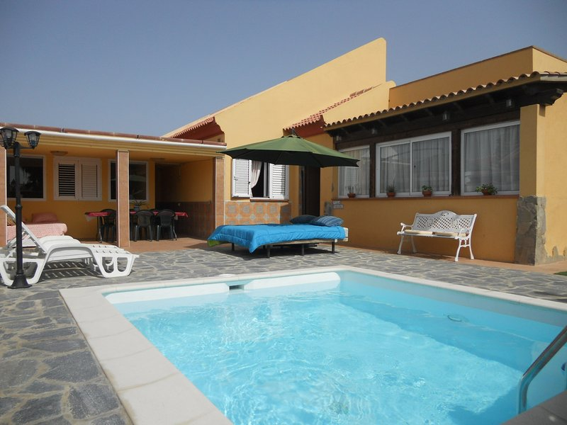 Villa Oasi - Chill-out & Private Pool, holiday rental in Corralejo