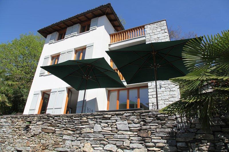 Haus mit traumhaften Blick auf den Lago Maggiore, holiday rental in Miazzina