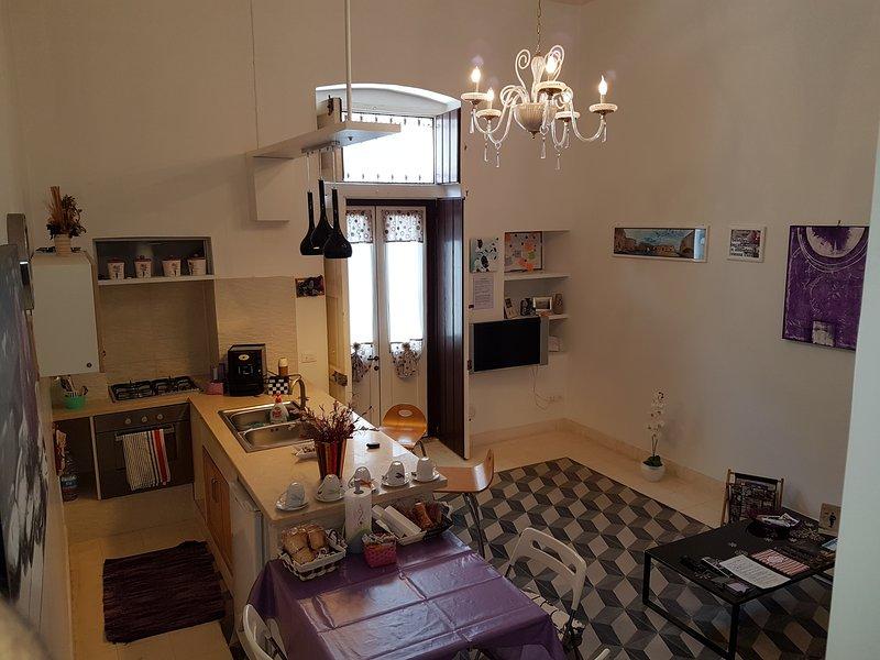 αίθουσα χαλάρωσης εξοπλισμένο με κουζίνα και καναπέ-κρεβάτι