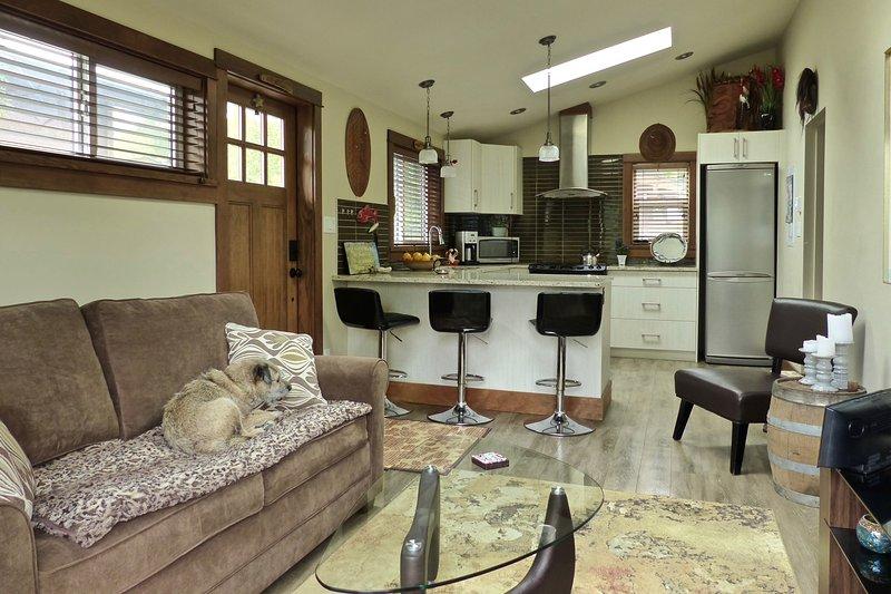 Kitchen / living room area