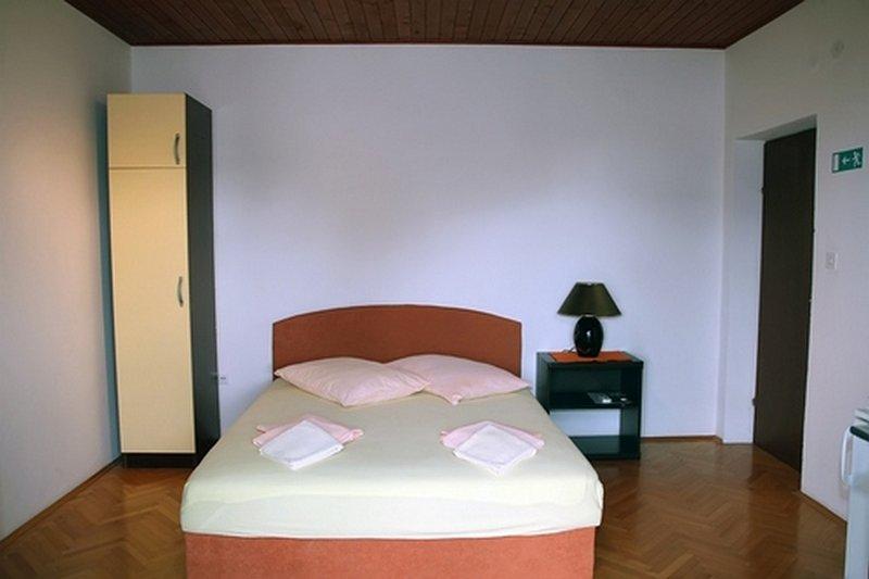 SA2 (2): interior