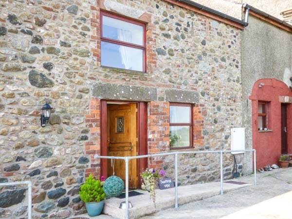 SURPRISE VIEW , pet friendly, character holiday cottage, with open fire in, alquiler vacacional en St. Bees