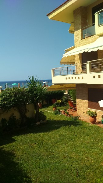 Great Value! Seafront Family Luxurious House!, holiday rental in Polygyros