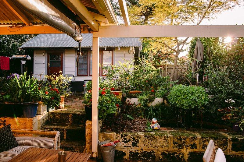 Pasos para el jardín superior y el estudio de nuestro patio de la casa
