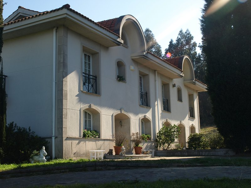 LASAILEKUCASA PARTICULAR-habitaciones.L-BI-53, vacation rental in Bilbao