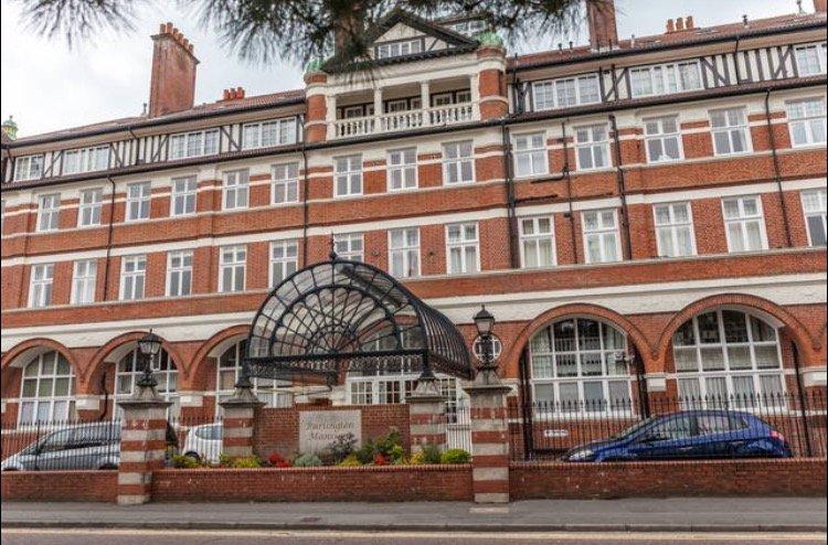 Burlington Mansions - Beach Retreat - Triplex Apartment - Private Terrace - Gym, alquiler vacacional en Bournemouth