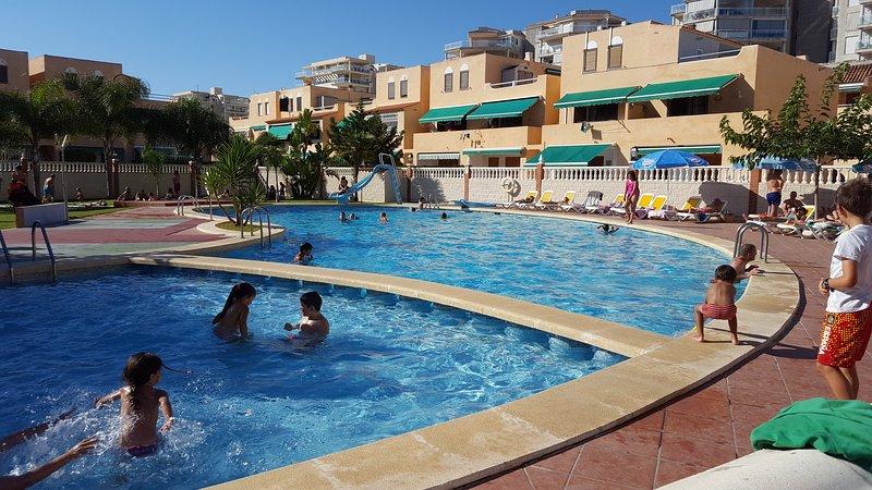 Apartamento con piscina, alquiler de vacaciones en Peñíscola