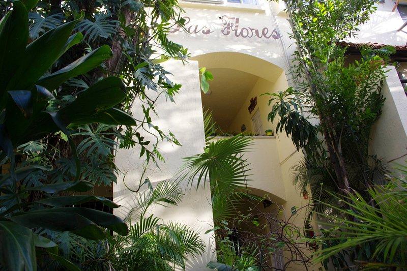 Las Flores building facade