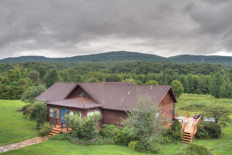 Mi cabina azul cielo en un día nublado de verano.