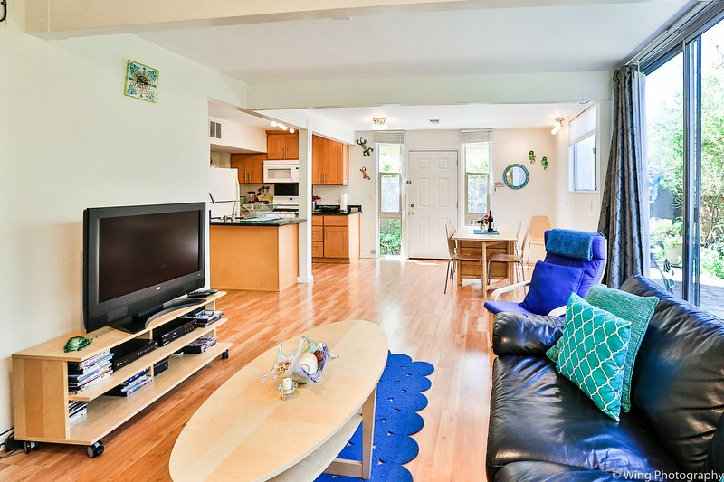 2nd row!  Remodeled!  Steps to Seacliff beach!!!, holiday rental in Soquel