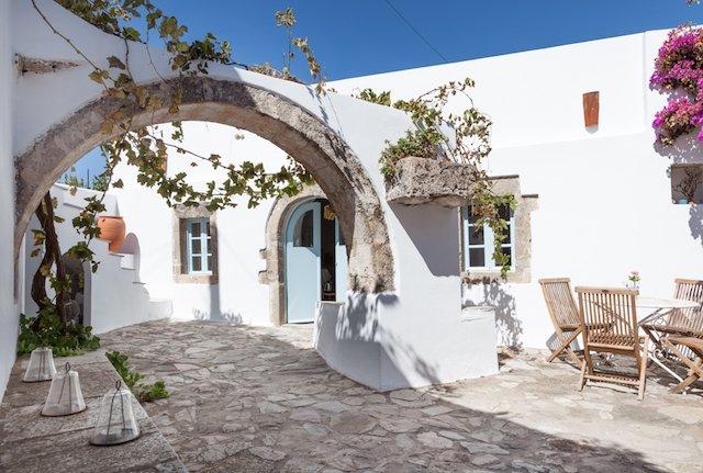Magical centuries-old house 5 bedrooms - sleeps10, location de vacances à Mitata