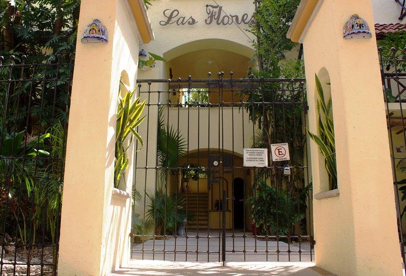 Las Flores entrance