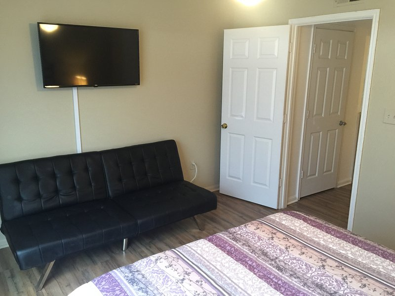Andra sovrum med 40 tums HD SMART TV och bäddsoffa