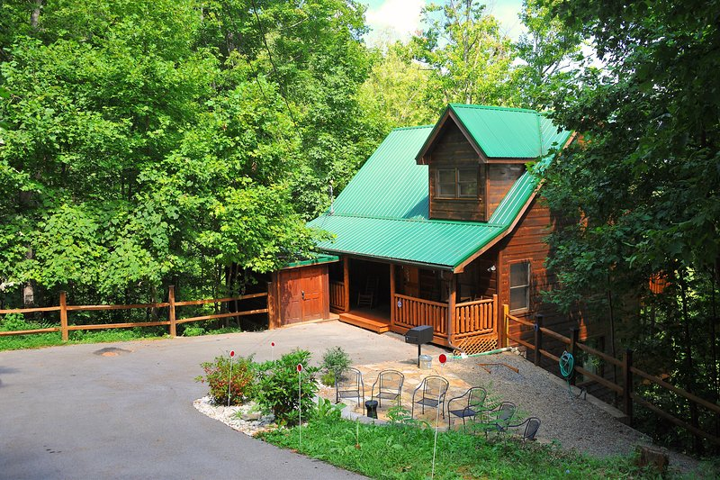 Brigadoon IV-Hot tub/Pool Table/Foosball/Arcade Game/Theater Room/Firepit/Patio, alquiler de vacaciones en Gatlinburg