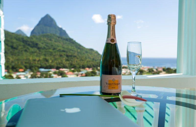 SAPPHIRE APARTMENT 1, ST. LUCIA - $1M VIEWS; GREAT LOCATION, SOUFRIERE, alquiler de vacaciones en Soufrière
