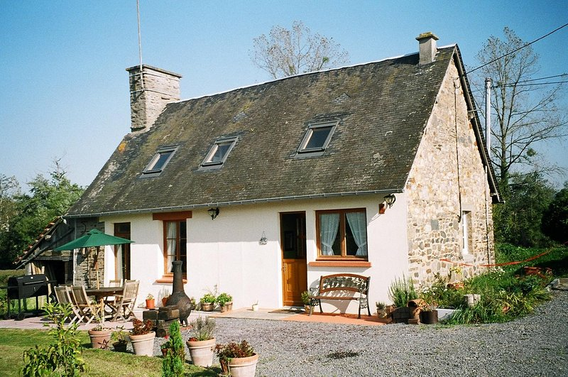 Former Miller's Cottage in peaceful rural location – semesterbostad i Saint-Hilaire-du-Harcouet