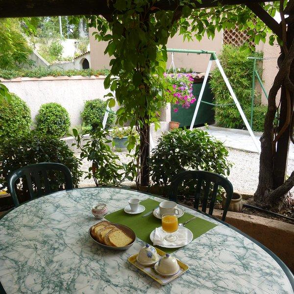 Chambre et petit déjeuner dans maison, holiday rental in Les Milles