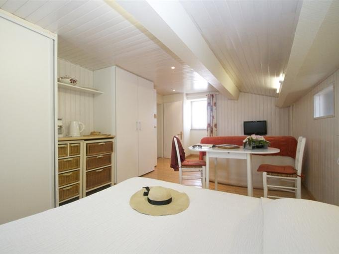 Bedroom with 140cm bed, sitting area and kitchenette