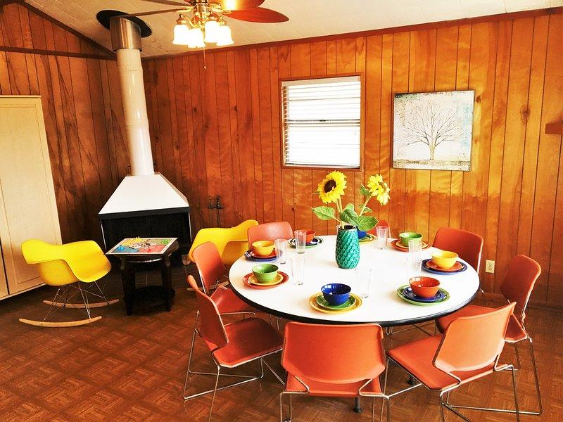 Sièges de table à manger 8+, et plus de places assises au bar de la cuisine